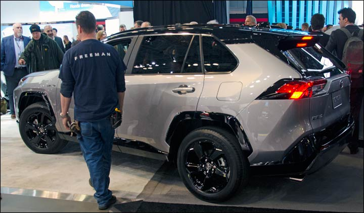 2019 Rav4 Toyota S New All Wheel Drive System For The Limited And Adventure Models Has Dynamic Torque Vectoring Ability To Disconnect Entire